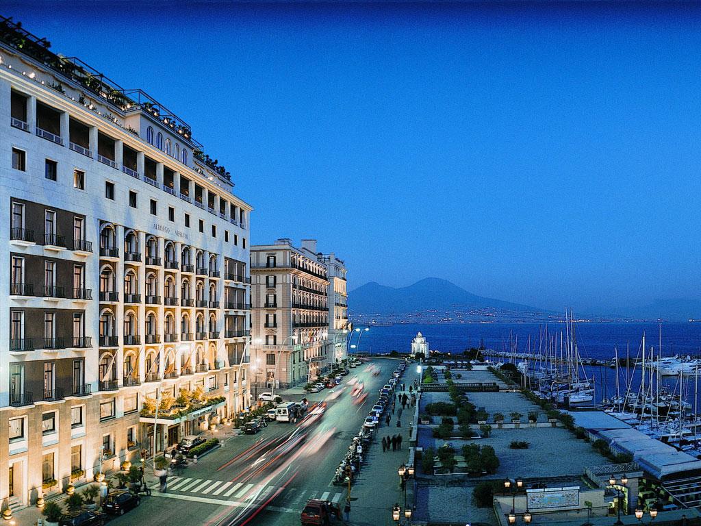 14_Enrico_Caruso_Hotel_Vesuvio_Napoli